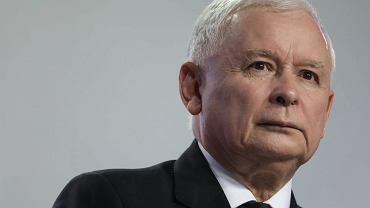 Jarosław Kaczyński: - Krótko mówiąc mamy do czynienia z czymś, czemu się trzeba przeciwstawić. Prawo będzie egzekwowane. Wszystko, co mamy przeprowadzić, przeprowadzimy. A ci, którzy będą łamali prawo, w tym prawo karne, muszą liczyć się z konsekwencjami, także dla swoich karier politycznych - groził Prezes PiS podczas konferencji prasowej w kwaterze głównej PiS przy ul. Nowogrodzkiej w Warszawie. 14 luipca 2017