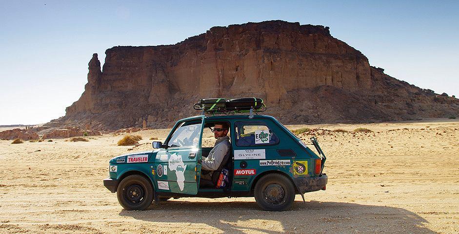 Wnuk słynnego pisarza Arkadego Fiedlera, Arkady Paweł, kultowym Fiatem126p przemierza Afrykę.