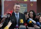 Witalij Kliczko po wyj�ciu z komisji wyborczej w Kijowie