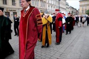 Pochód profesorów i rektorów w Krakowie z okazji jubileuszu UEK