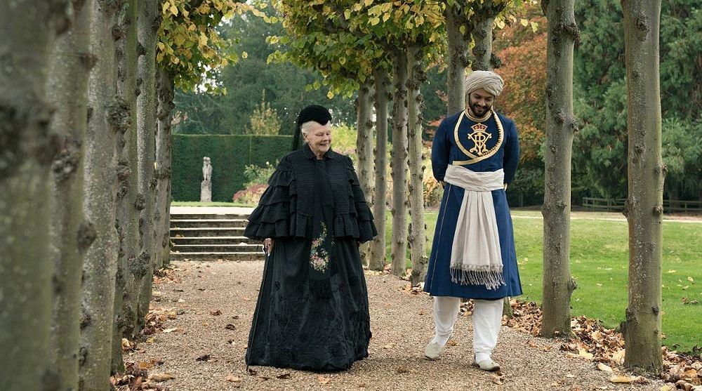 Judi Dench i Ali Fazal w filmie 'Powiernik królowej', reż. Stephen Frears / Materiały prasowe