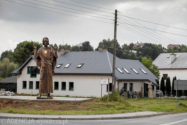 Figura Chrystusa (część poznańskiego Pomnika Wdzięczności) w Szczyglicach
