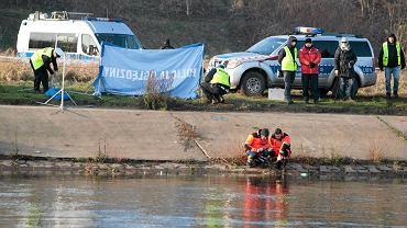 Listopad 2015. Warta w okolicach Mostu Rocha. Policja poszukuje zaginionej Ewy Tylman.