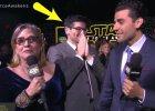 """""""Gwiezdne Wojny"""". Wywiad NA �YWO. Carrie Fisher chyba o tym zapomnia�a. Mina prezentera m�wi wszystko"""
