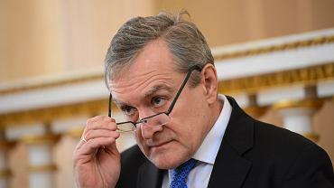 Piotr Gliński, minister kultury, zapowiedział zmiany w mediach publicznych. Jego plany niepokoją dziennikarzy w Polsce i zagranicą