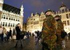 Patrol belgijskich �o�nierzy na �wi�tecznym jarmarku w Brukseli