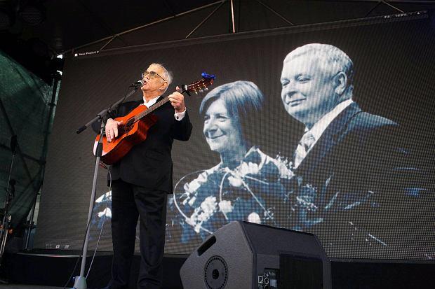 Rok 2012, Jan Pietrzak na miesięcznicy smoleńskiej pod Pałacem Prezydenckim