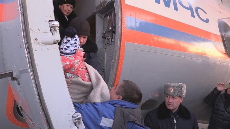 Trzyletnia dziewczynka, która przeżyła katastrofę, została przetransportowana rządowym antonowem