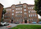 Sklepik szkolny w VIII LO w Poznaniu - cola do kupienia od 18 lat