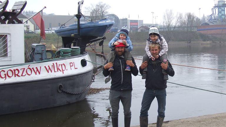 Tęsknota za Amazonką już się budzi, ale tym razem nad Wartą w Gorzowie: Dawid z bratankiem Filipkiem i Hubert z synem Dawidkiem