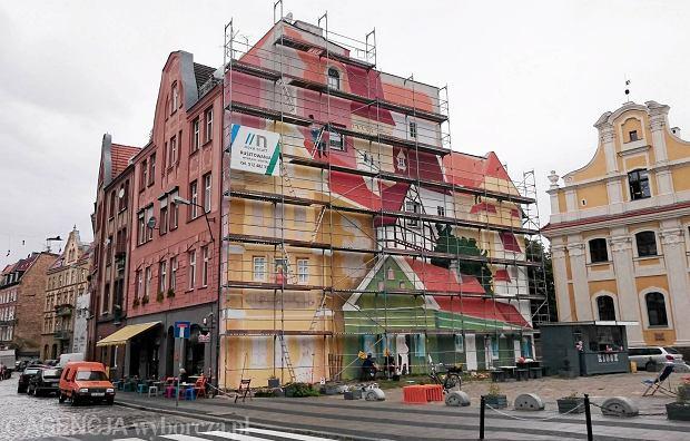 Zdj cie nr 15 w galerii r dka powstaje tr jwymiarowy mural for Mural na tamie w solinie