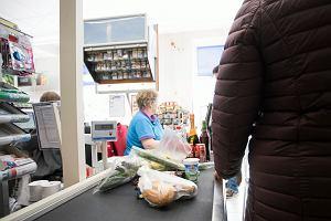 Odważna decyzja Tesco. Ujawnili, ile jedzenia wyrzucają w Polsce. Gigantyczne liczby