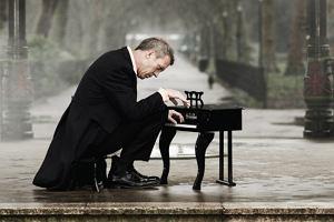 Dr House i Mr Blues - w czwartek w Warszawie koncert Hugh Lauriego
