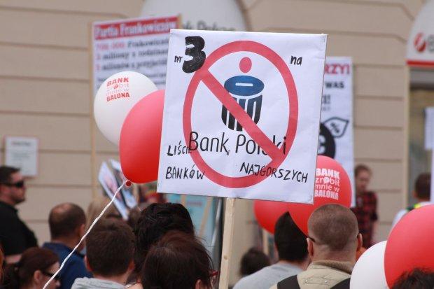"""Frankowicze wciąż niezadowoleni. Stworzą listę """"trujących"""" banków"""