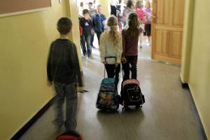 """""""Kto jest najładniejszym dzieckiem w klasie?"""" Zadanie z podręcznika dla węgierskich 8-latków wywołało oburzenie internautów"""
