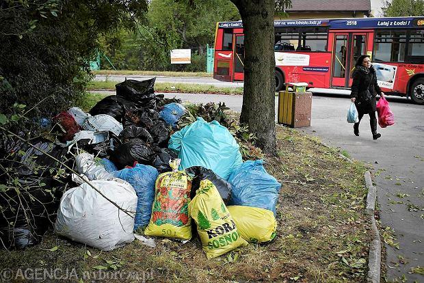 Góra śmieci przy skrzyżowaniu ul. Zamojskiego i Prądzyńskiego