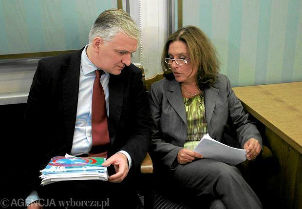 Małgorzata Kidawa-Błońska i Jarosław Gowin na posiedzeniu klubu PO w sprawie projektu o in vitro. Sejm, sierpień 2009