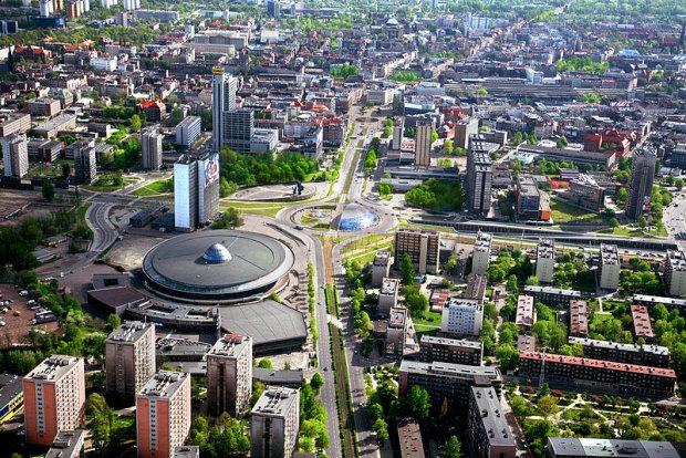 Katowice. Za wielką metamorfozę i przebudowę centrum miasta, transformację z miasta przemysłu ciężkiego w miasto przemysłu spotkań, nowoczesną, wielofunkcyjną Strefę Kultury, przyciąganie inwestorów i Nagrodę Europy.