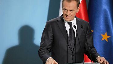 Donald Tusk podczas konferencji prasowej w siedzibie KPRM