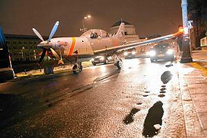 """Radom: samolot szkoleniowy """"Orlik"""" lądował awaryjnie bez podwozia"""
