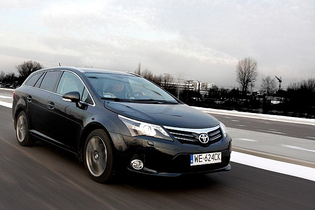 toyota avensis 2 0 multidrive s test za kierownic. Black Bedroom Furniture Sets. Home Design Ideas