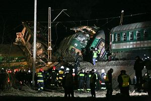 Katastrofa dwóch pociągów: 16 osób nie żyje, 57 w szpitalach. Trwa akcja ratunkowa