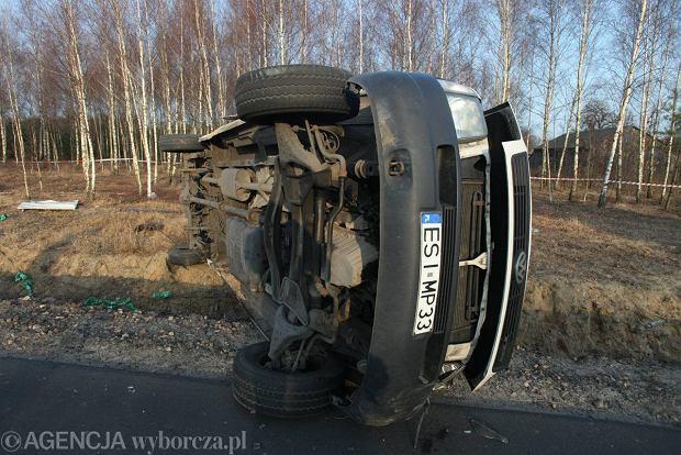 Kilkunastu rannych w wypadku autobusu. Poszkodowani to pi�karze Warty Sieradz [ZDJ�CIA]