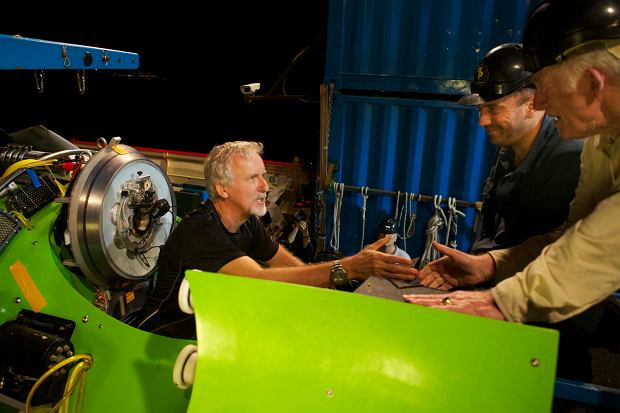 James Cameron wchodzi do