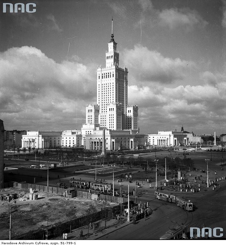Skrzyżowanie ulic Marszałkowskiej i Alei Jerozolimskich w Warszawie / Fot. nac.gov.pl