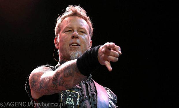 """Ku uciesze wszystkich fanów zespołu Metallica, ostatnio w polskiej telewizji wystąpił James Hetfield! Artysta zaprezentował w telewizji Polsat """"Whiskey In The Jar"""" z albumu """"Garage Inc."""". Jednak Hetfield, mimo wielkiej energii na scenie, wydał się trochę chudszy i mniej postawny, niż zazwyczaj. Okazuje się bowiem, że to wszystko tylko na potrzeby programu """"Twoja Twarz Brzmi Znajomo""""."""