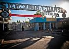 Od poniedziałku słynna, historyczna brama Stoczni Gdańskiej wygląda tak jak w 1980 roku