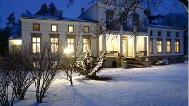 Dwór w Podstolicach w zimową