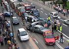Paraliż ruchu w Bydgoszczy: Tramwaj zniszczył dziewięć samochodów, są ranni
