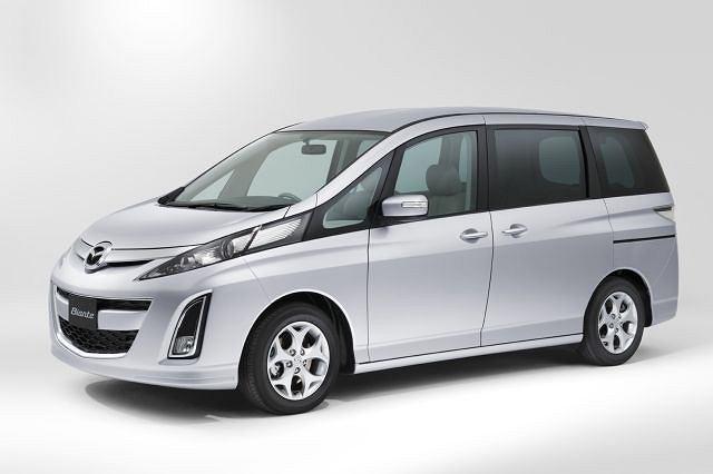 Mazda Biante zwraca uwagę oryginalną stylizacją przednich lamp