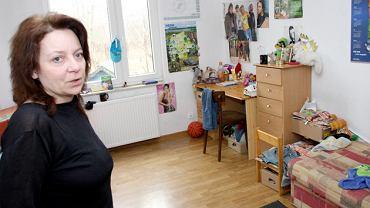 'Dzieci w placówce czują się dobrze, bezpiecznie, otoczone są staraniem i miłością' - pisał w grudniu 2007 roku do rady powiatu dyrektor Powiatowego Centrum Pomocy Rodzinie Artur Jonczyk. A potem w ciągu kilkunastu dni ukarał dyrektorkę Agatę Sochaczewską (na zdjęciu) czterema naganami. Sąd wszystkie uchylił