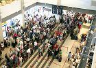 Klienci Wizz Air kwitn� na lotniskach. S� koszmarne op�nienia.
