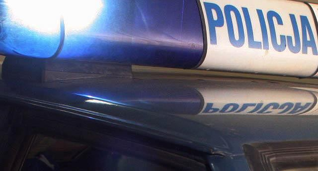 Policja szuka sprawców, którzy pod Miliczem wysadzili bankomat i ukradli pieniądze.