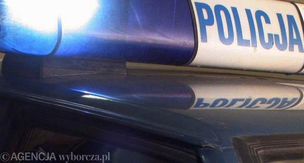 Wypadek w Warszawie: kierowca brawurowo wyprzedzał tramwaj