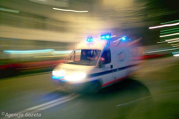 Czołowe zderzenie busa z osobówką. W szpitalu 20 osób