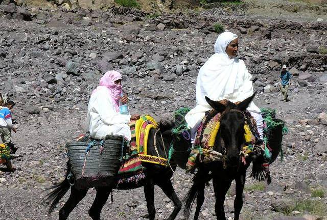 Wieśniaczki w drodze do domu