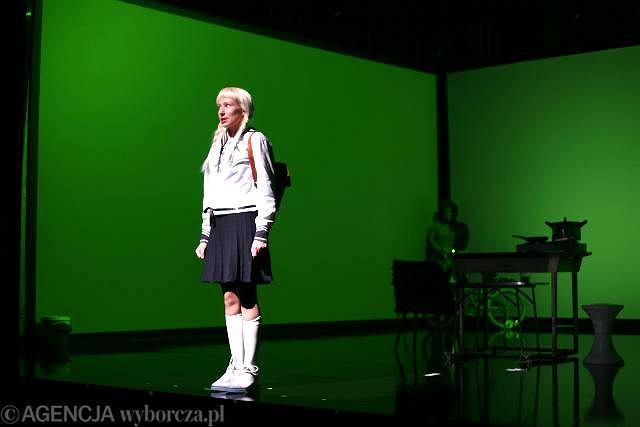 Aleksandra Popławska - spektakl 'Między nami dobrze jest' w reżyserii Grzegorza Jarzyny / Fot. Albert  Zawada / AG