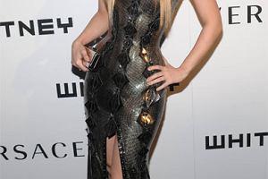 Uzbrojona Shakira kopiuje Beyonce?