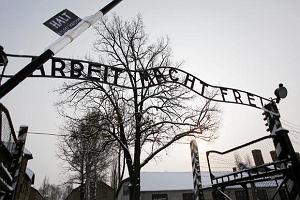 Tureccy studenci odpowiedz� w O�wi�cimiu za propagowanie nazizmu