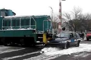 Jak lokomotywa zderza si� z samochodem [WIDEO]