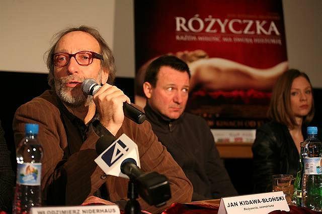 Jan Kidawa-Błoński w towarzystwie Roberta Więckiewicza i Magdaleny Boczarskiej podczas konferencji prasowej po pokazie filmu ''Różyczka''