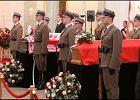 Trumny z ciałami pary prezydenckiej w Sali Kolumnowej Pałacu Prezydenckiego