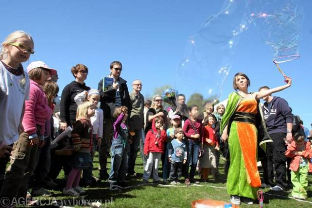 Slideshow blow bubbles on Earth Day festival in Warsaw