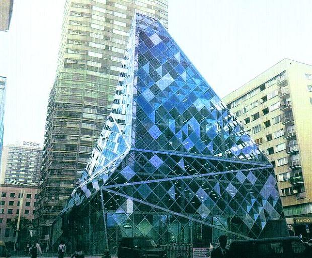 Zdjęcie numer 3 w galerii - Szklana piramida zamiast kina Relax