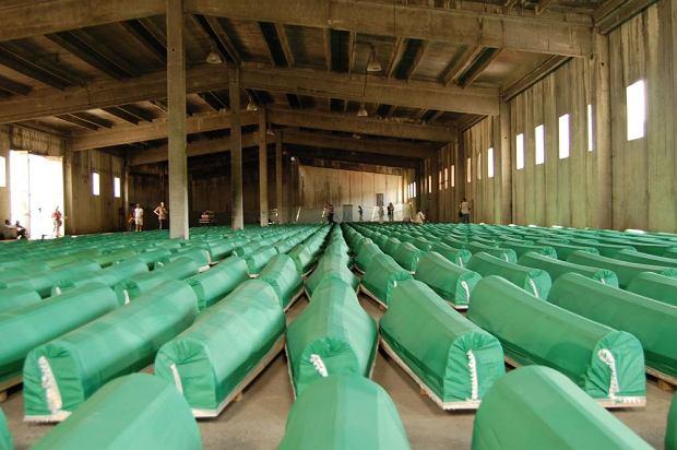Srebrenica, kt�ra mia�a by� stref� bezpiecze�stwa, sta�a si� symbolem ka�ni muzu�man�w