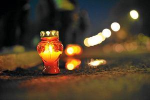 Bp Kiernikowski: sztuczne wie�ce i znicze to kicz. Pieni�dze lepiej przeznaczy� na inne cele